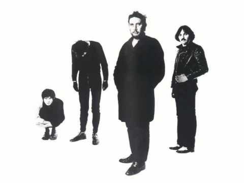 Tekst piosenki The Stranglers - In the Shadows po polsku