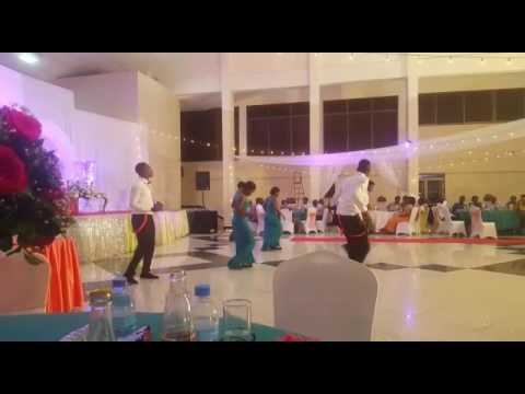 WEDDING-MAIDS DANCING  ze one