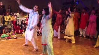 Video Salman & Shamsa's Mehndi Dance MP3, 3GP, MP4, WEBM, AVI, FLV Maret 2019