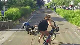 Video Cyclist Collision MP3, 3GP, MP4, WEBM, AVI, FLV Agustus 2017