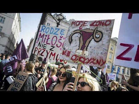 Πoλωνία: Διαδήλωση υπέρ του δικαιώματος των γυναικών στην άμβλωση