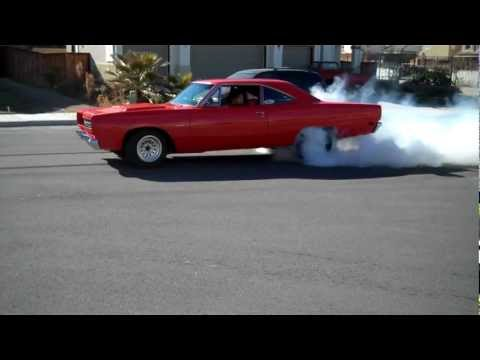 Road Runner does neighborhood burnout