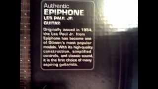 unboxiando la rocksmith para ps3 con guitarra incluida XD.