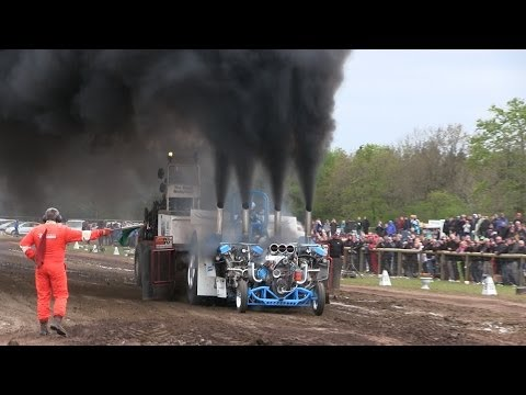 Tractorpulling - First DM in Tractor Pulling at the new pulling arena in Brande. Slædehunden makes two beautiful full pulls! Subscribe Here! - http://www.youtube.com/user/iOW...