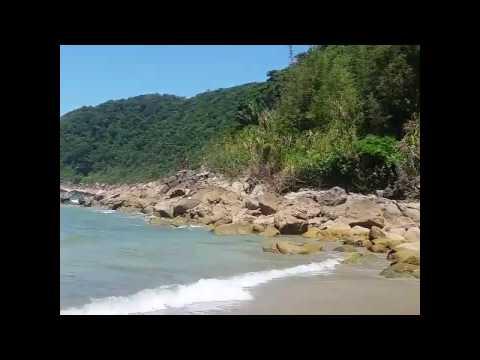 Praia do Guaiúba em Guarujá Água Cristalina