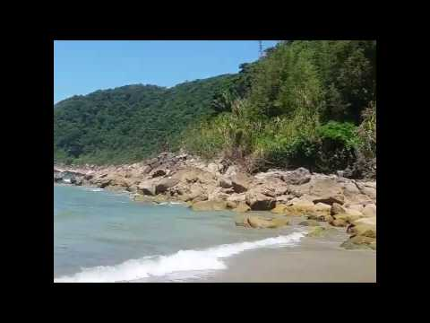 Praia do Guaiúba em Guarujá �gua Cristalina