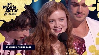 Download Lagu The 'Stranger Things 2' Cast Accepts the Award for Best Show | 2018 MTV Movie & TV Awards Mp3
