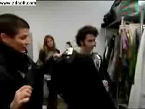 Jonas Brothers Living The Dream Ep.14-Fashion Rocks!