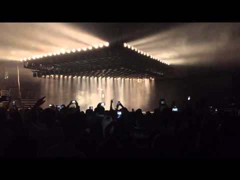 Flashing Lights performed by Kanye West LIVE at Powerhouse!