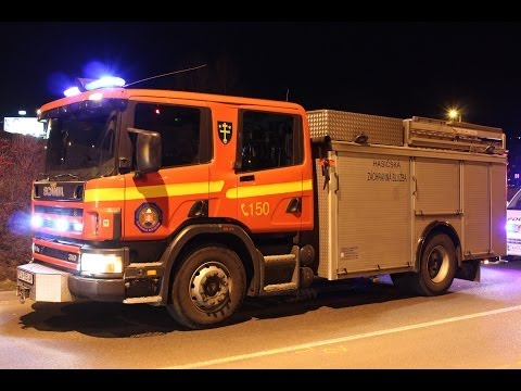 Vodič BMW narazil do stĺpu premostenia, posádka vážne zranená