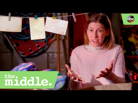 Sue Gives Frankie Advice - The Middle 8x14