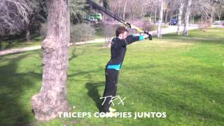 Triceps con pies juntos