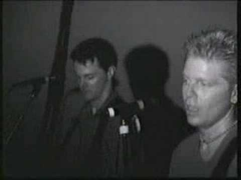 Tekst piosenki The Offspring - Staring At The Sun po polsku