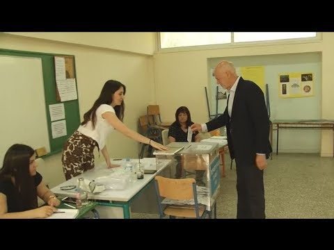 Πλάνα από τη ψηφοφορία του Γ. Παπανδρέου
