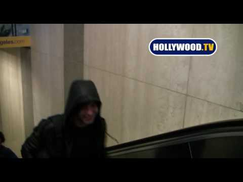 Zac Efron Trying to Avoid Paparazzi at LAX