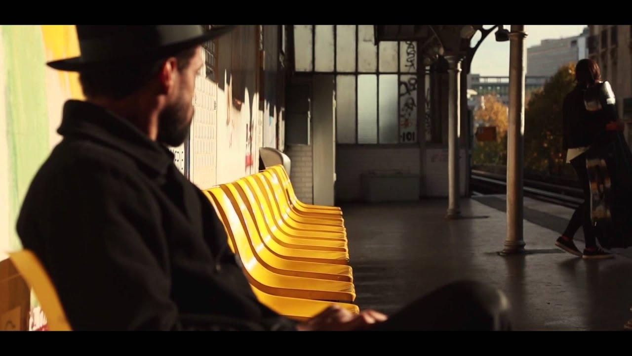 Bilal – Slipping Away (Video)