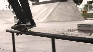 Cómo hacer un Smith grind con tu patineta. Part of the series: Patineta: Trucos avanzados. Descubre de la mano de este experimentado skater cómo lograr un Smith Grind perfecto en este video gratuito. Read more: http://www.ehowenespanol.com/smith-grind-patineta-video_461657/