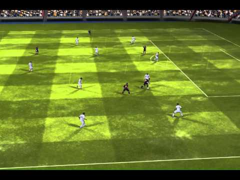FIFA 14 iPhone/iPad – FC Barcelona vs. Real Madrid.  easy way to score