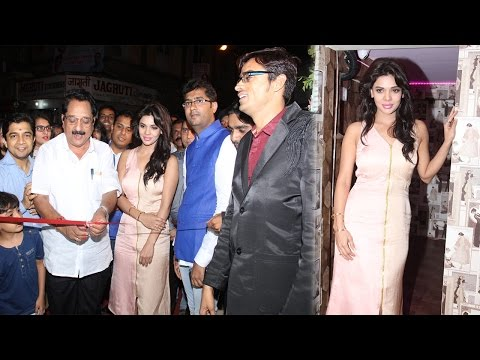 Inauguration Of Dazzle Rest -O- Lounge By Sara Loren