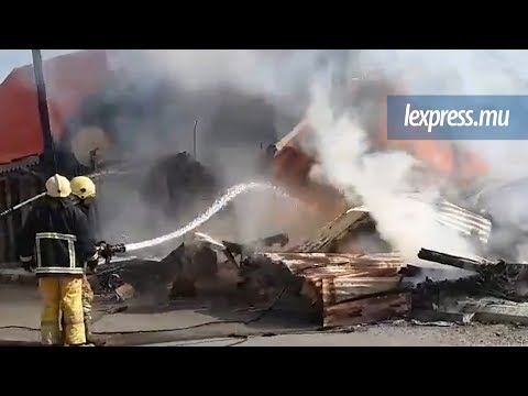 À Port-Louis: un impressionnant incendie filmé par un internaute