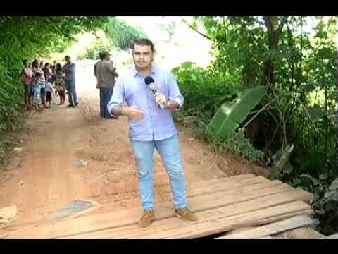 Ponte que liga bairros de Martinho Campos está caindo aos pedaços