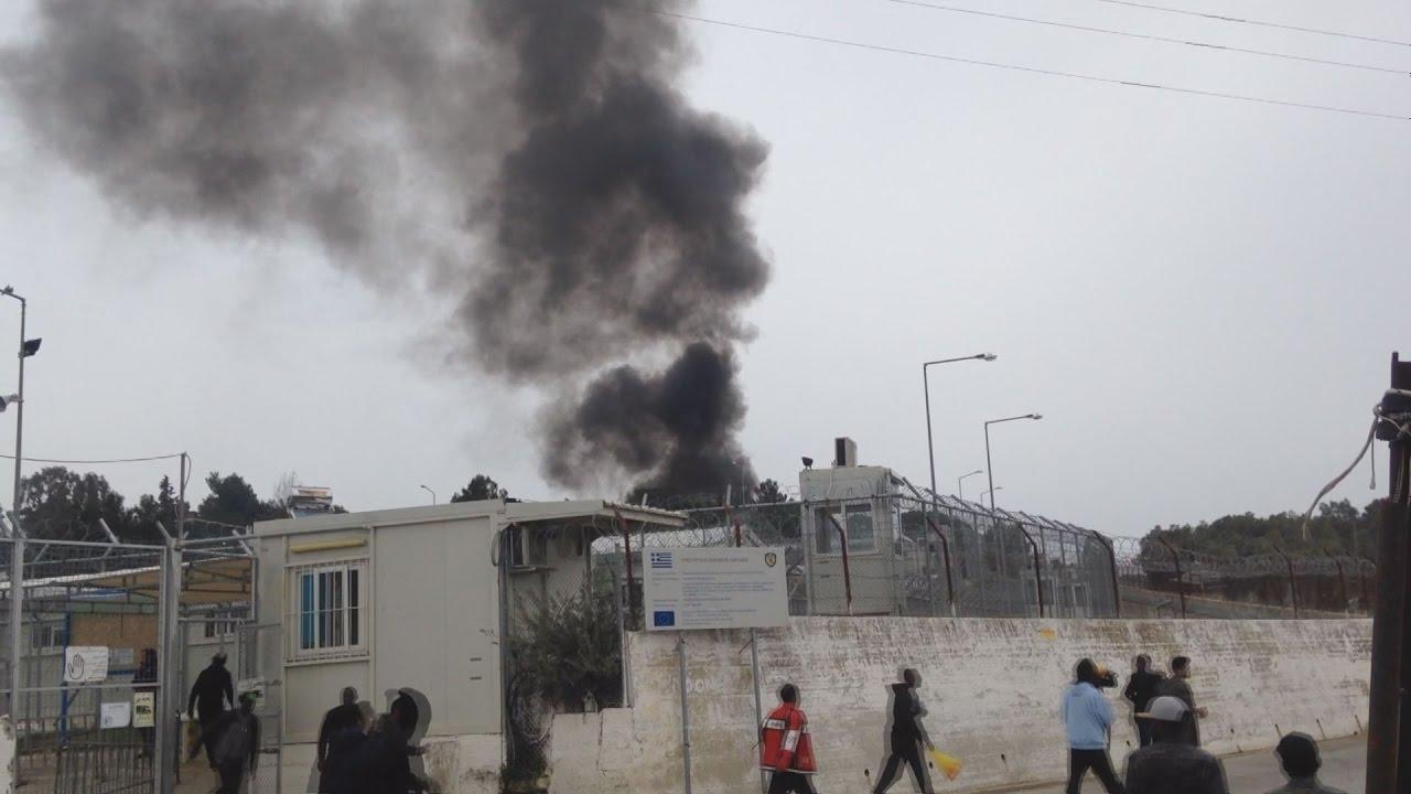 Πυρκαγιά στον εξωτερικό χώρο του hot spot της Μόριας