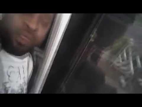 #فيديو شرطي أبيض يعتقل أمريكياً أسودًا ويعتدي عليه بوحشية