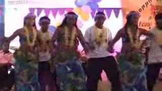 Another beautiful dance from Kiribati. Au karabwarabwa ae moan te bati nakon 'Tebikentaake Digital Entertainment' ibukin aia...