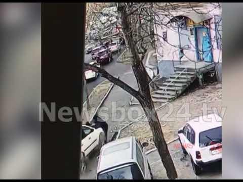ДТП во Владивостоке.Водитель Вольво сбил семью с ребенком на тротуаре