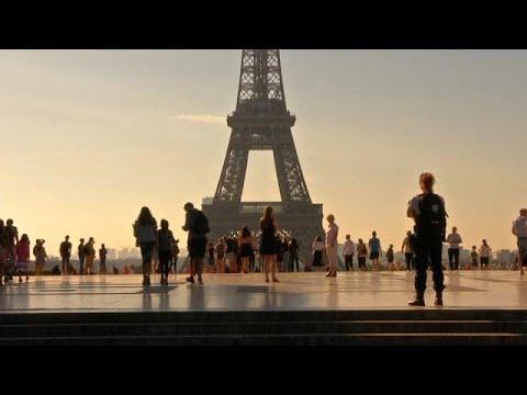 Οι τουρίστες επιστρέφουν στο Παρίσι