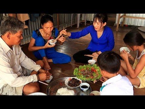 Bữa Cơm ấm áp đầy tình người làm giảm bớt gánh nặng khó khăn của gia đình anh Chương - Thời lượng: 22:29.