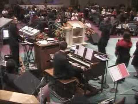 Praise Break – Apostolic Tabernacle Mass Choir – Merced