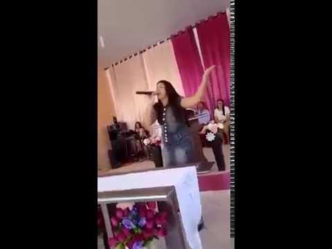 MESTRE NO COMANDO! Cantora Mary Mendes em São Pedro dos Crentes