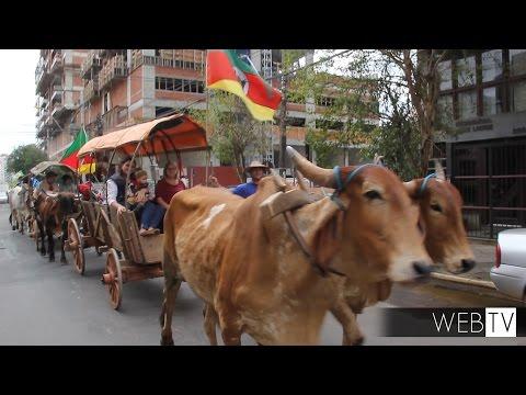 Desfile em São Leopoldo celebra tradições gaúchas