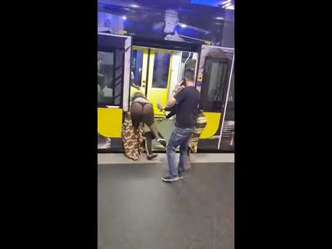 Girls Fight | Top Less Black Women Fighting in public with girls fighting