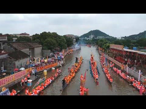 China: Mit dem Drachenboot über den Fluss
