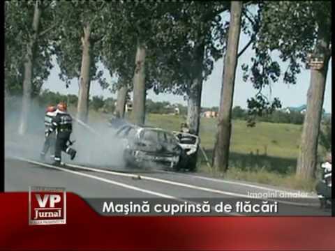 Maşină cuprinsă de flăcări