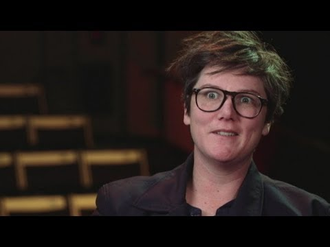 Comedian Hannah Gadsby talks to 7.30 about SSM, abuse and quitting comedy (видео)