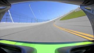 Pękniecie opony przy 290 km/h i reakcja kierowcy. Tak się utrzymuje kontrolę nad pojazdem