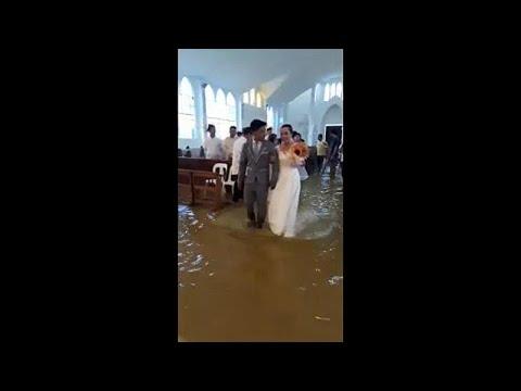 Γάμος εν μέσω… πλημμύρας