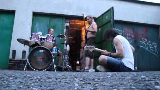 Video ThE Paid - Live in front of Zbraslav Garage - Jun 2011 - jam #2