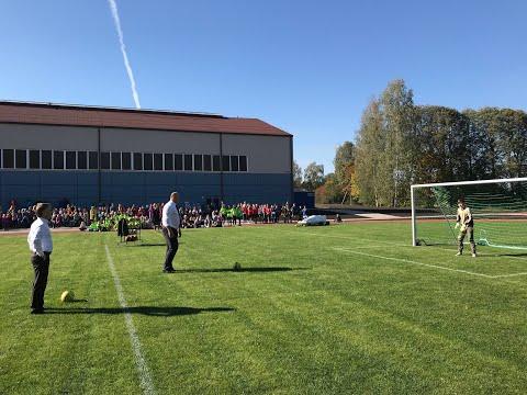 Inčukalnā atklāj atjaunoto pamatskolas stadionu