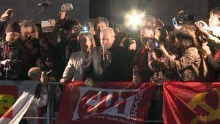 Seguidores del Partido de los Trabajadores realizaron una marcha en Brasil, el jueves, en apoyo al expresidente Luiz Inacio Lula da Silva, después que el juez Sergio Moro decidiera congelar sus activos tras la sentencia de casi 10 años de prisión dictada en su contra por corrupción.
