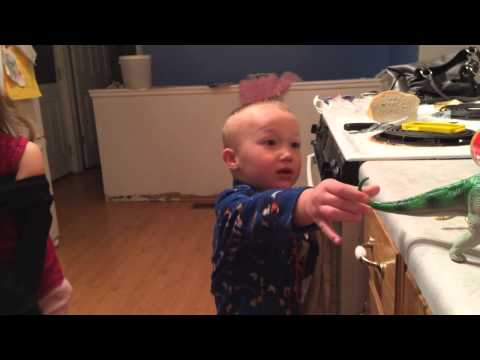 Dinovember: Reacción de niños frente a sus dinosaurios