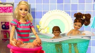 Video Barbie ve Ailesi Bölüm 127 - Kızlar banyoda - Çizgi film tadında Barbie oyunları MP3, 3GP, MP4, WEBM, AVI, FLV Desember 2017
