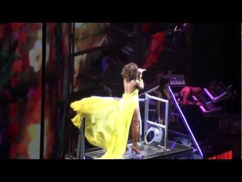 Rihanna - Unfaithful Live at The o2 - 15/11/11 HD