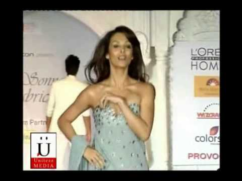 Malika Arora Khan's Wardrobe Malfunction At Fashion Event
