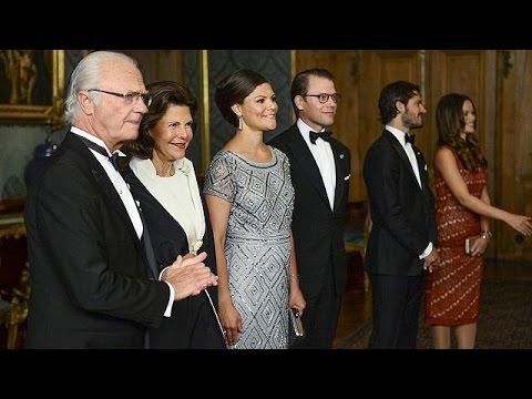Σουηδία: Επίσκεψη… πελαργού στην βασιλική οικογένεια