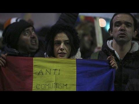 Ρουμανία: Την παραίτηση του πρωθυπουργού ζητούν χιλιάδες διαδηλωτές