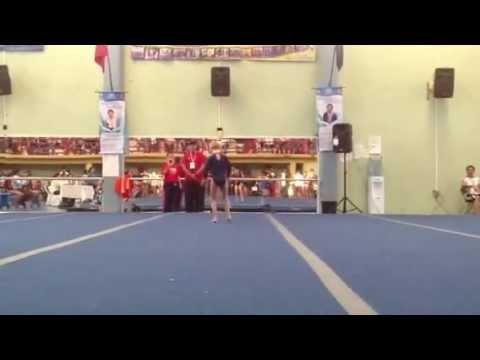 Ver vídeoMaría Bárbara  9 años, competencia estatal gimnasia artística Coatzacoalcos, 2013